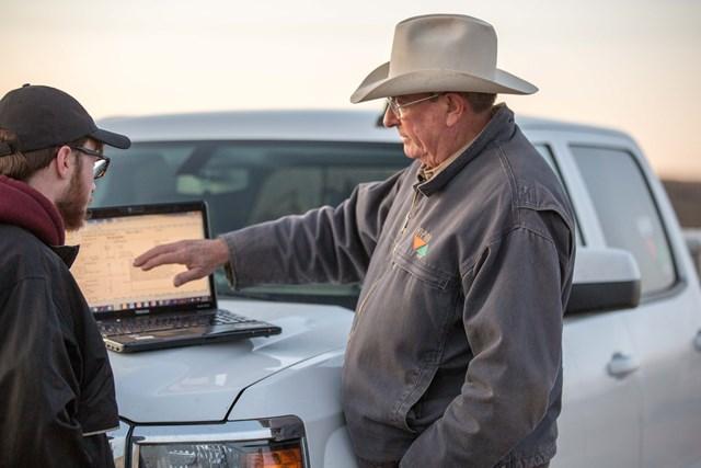 Kent Mills helps a customer at a computer